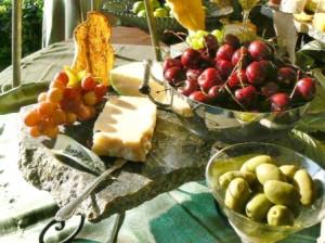 E olive cherry close